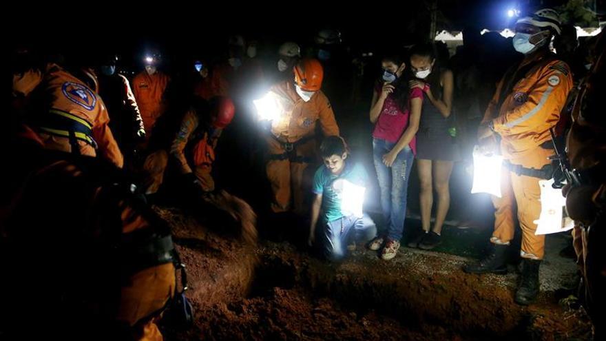Entierran en Mocoa a un miembro de la Defensa Civil que falleció durante un rescate
