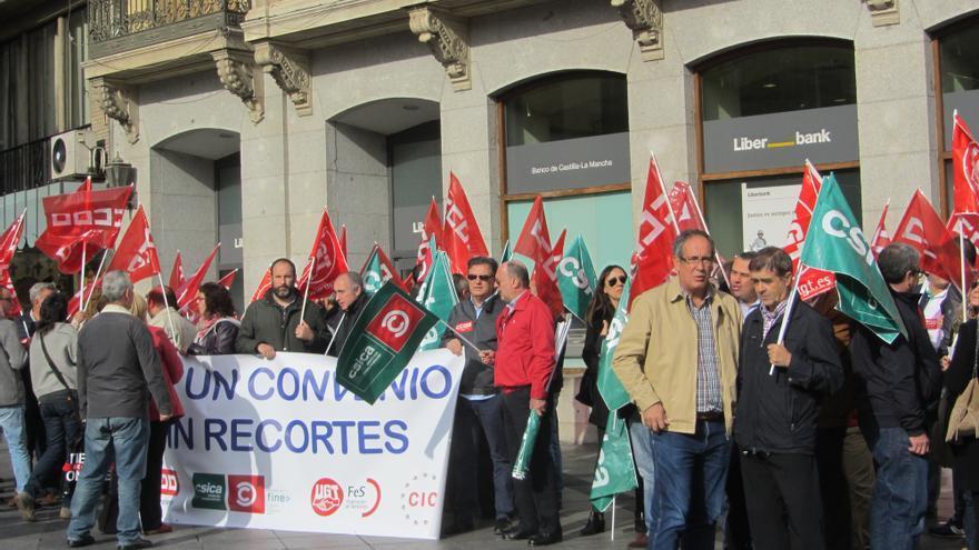 Manifestación de los trabajadores de las cajas de ahorro, en Toledo. / FOTO: Diego Jimeno Manrique