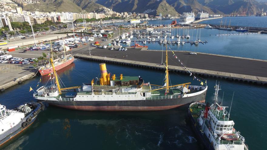 El buque 'Correíllo La Palma' atracado en Santa Cruz de Tenerife.