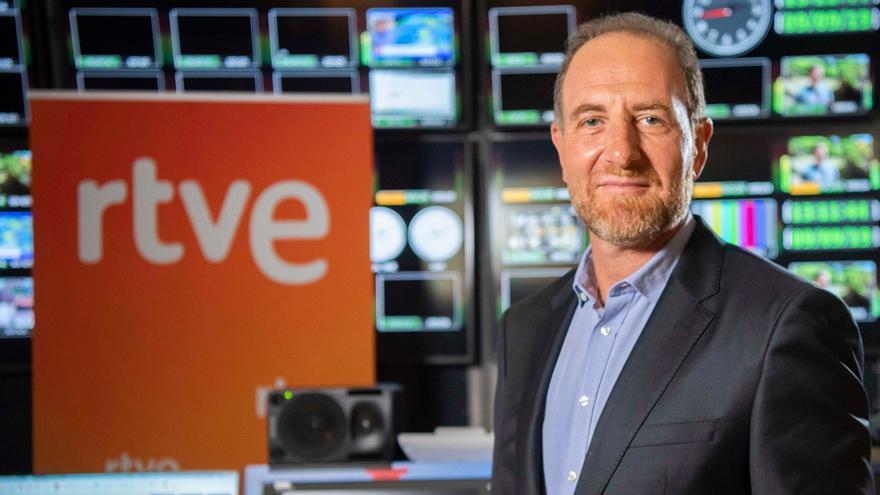 Enric Hernández posa en RTVE