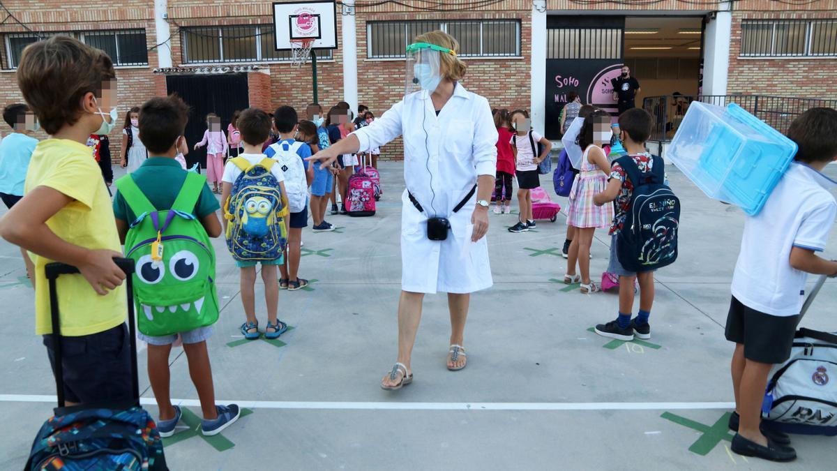Medidas preventivas contra la COVID en un colegio