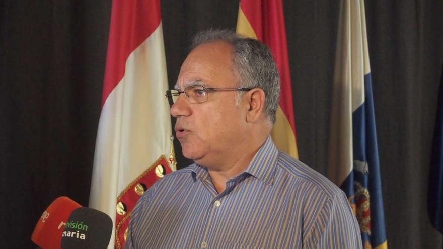 La Junta Electoral prohíbe a Curbelo (ASG) hacer campaña con medios del Cabildo de la Gomera