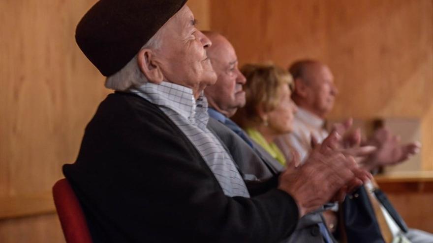 Los veteranos artesanos homenajeados. (CABILDO DE GRAN CANARIA)
