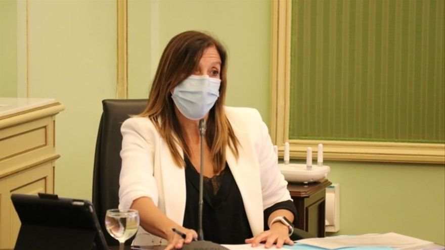Archivo - La directora general de Salud Pública del Govern balear, Maria Antònia Font, durante una comparencia en el Parlament.