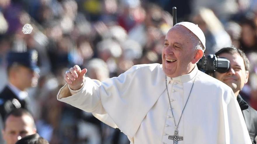 El papa pide rechazar el éxito, el poder, la riqueza y el placer a toda costa