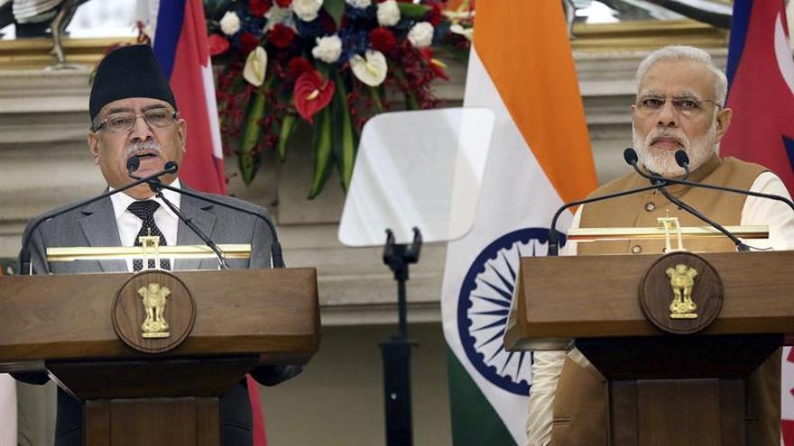 India concede un crédito de 750 millones de dólares para la reconstrucción de Nepal