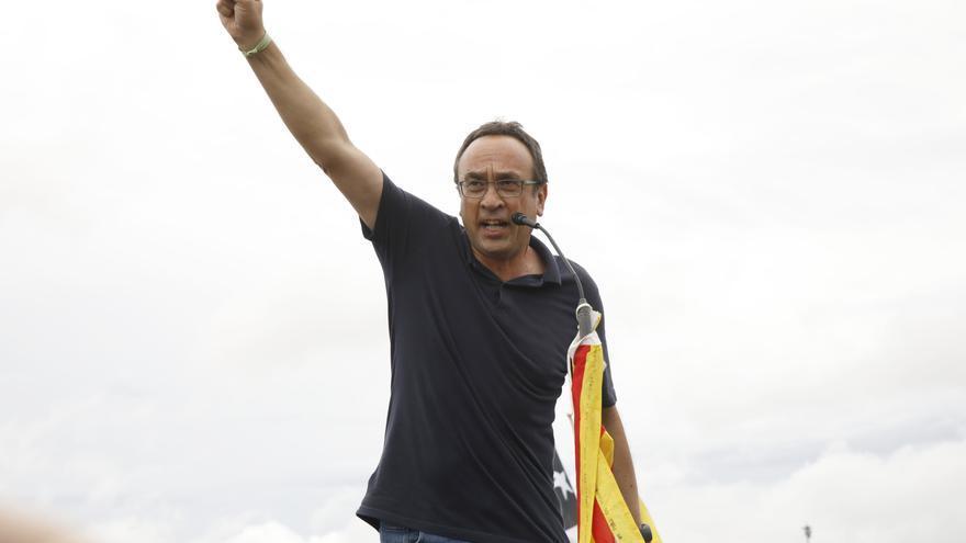 El exconseller de la Generalitat, Josep Rull, a su salida de la cárcel de Lledoners tras recibir el indulto