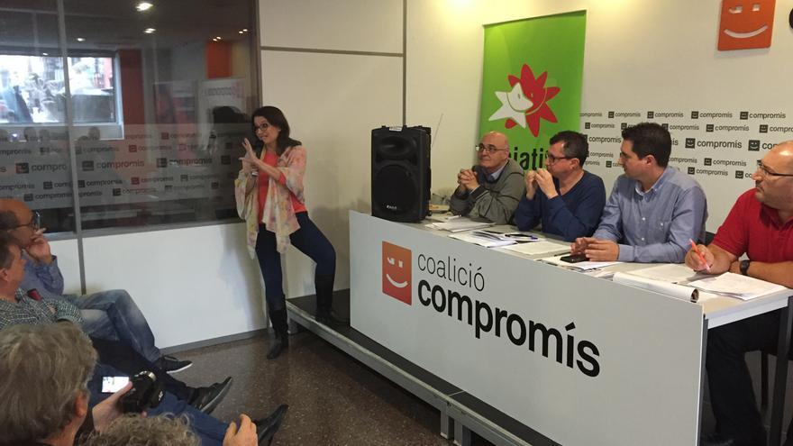 Mónica Oltra habla en la reunión de la Mesa Nacional de Iniciativa.