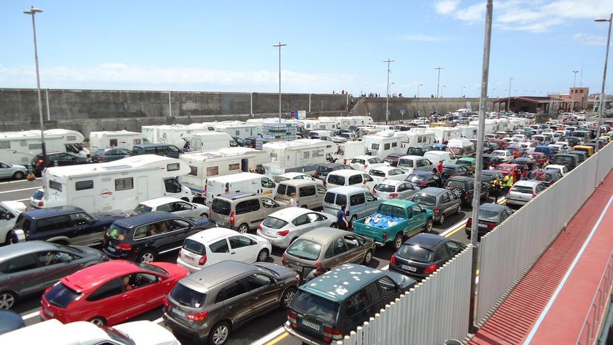 Más de 400 vehículos estrenaron el  lunes 30 de mayo, Día de Canarias, la nueva explanada de preembarque del puerto.