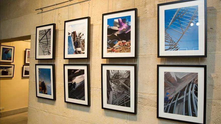 Una exposición visualiza los entresijos de la obra de Ghery en Bodegas Riscal