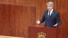 El sucesor de Cifuentes intenta estirar la legislatura en Madrid con anuncios y sin socios para sacarlos adelante