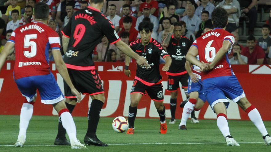 Borja Lasso en el choque jugado con el CD Tenerife en Granada semanas atrás