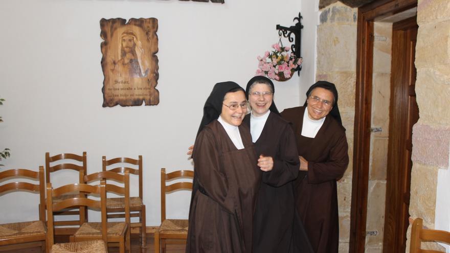 De izquierda a derecha, sor Elisabeth, sor Pilar y sor Juana María. Por B.S.A.