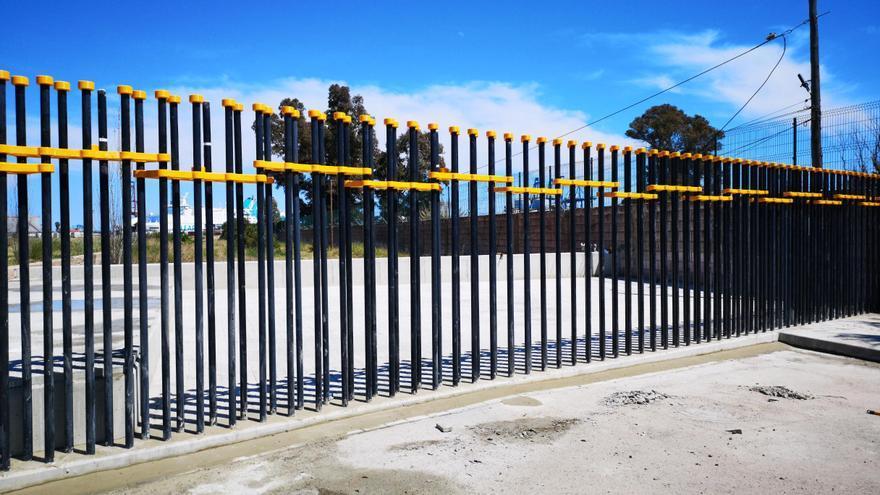 El nuevo vallado instalado que delimitará el Parque de Desembocadura