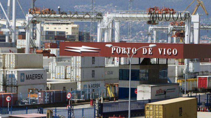 El déficit comercial cae el 52,1 por ciento hasta noviembre y las exportaciones siguen al alza