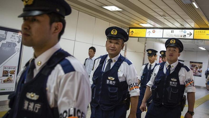 Miles de japoneses protestan frente a base de EEUU por asesinato de una joven