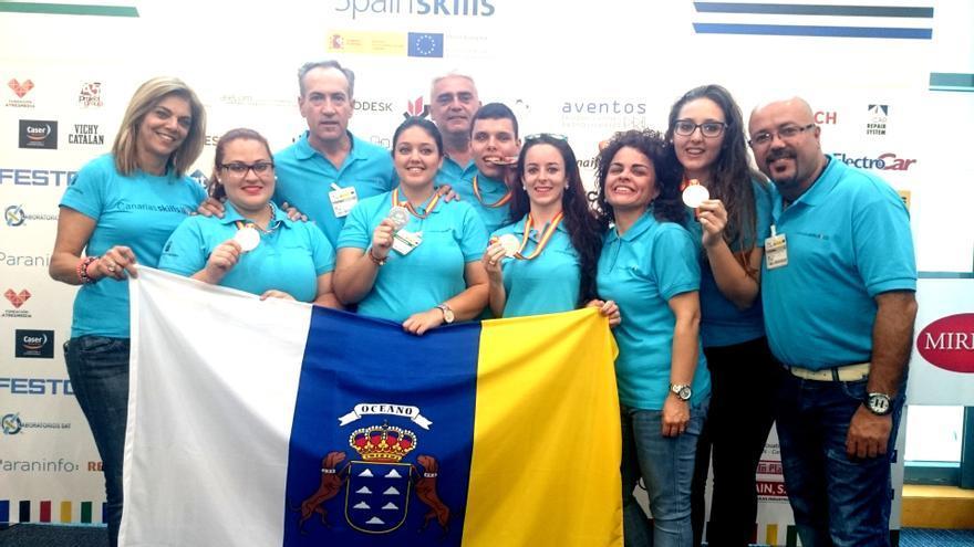 En la imagen  William ( quinto por la derecha) con el resto de ganadores.