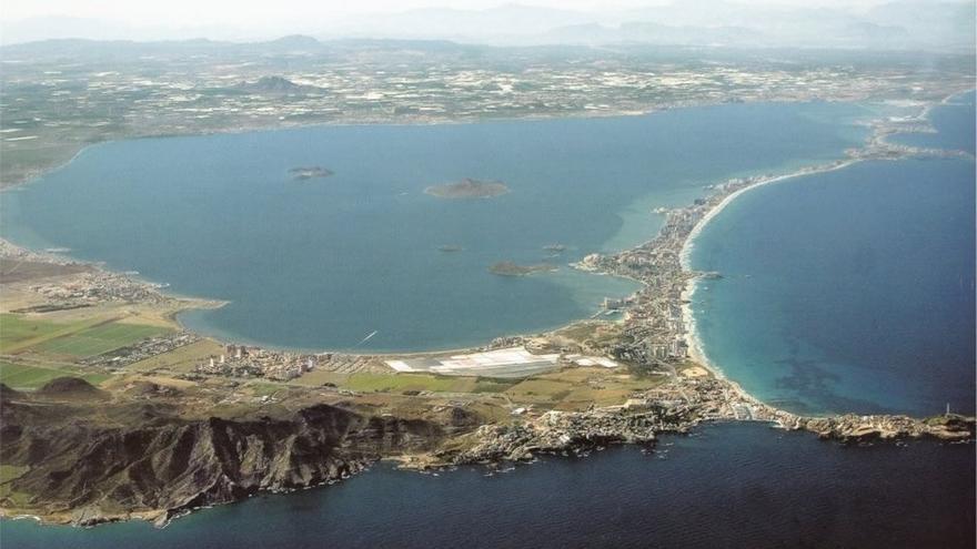 """El Gobierno espera el informe sobre la contaminación del mar Menor y aboga por un """"vertido cero"""""""