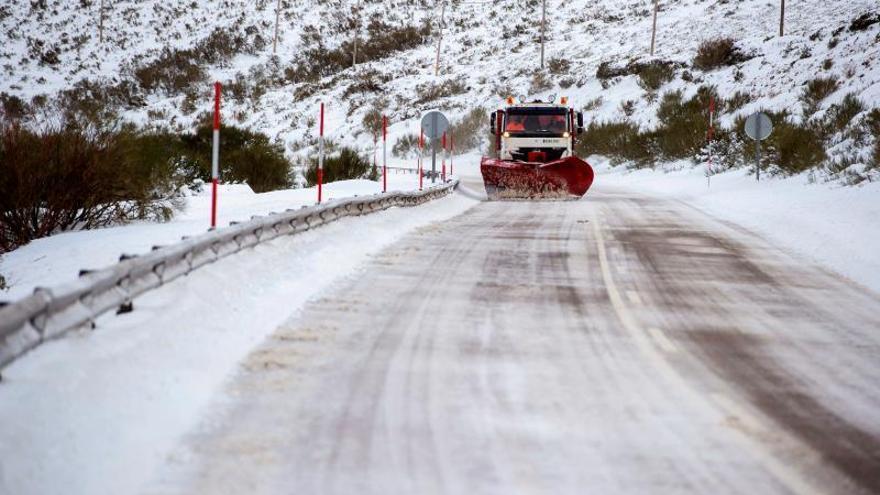 15 carreteras y 6 puertos de montaña de la red secundaria cortados por nieve