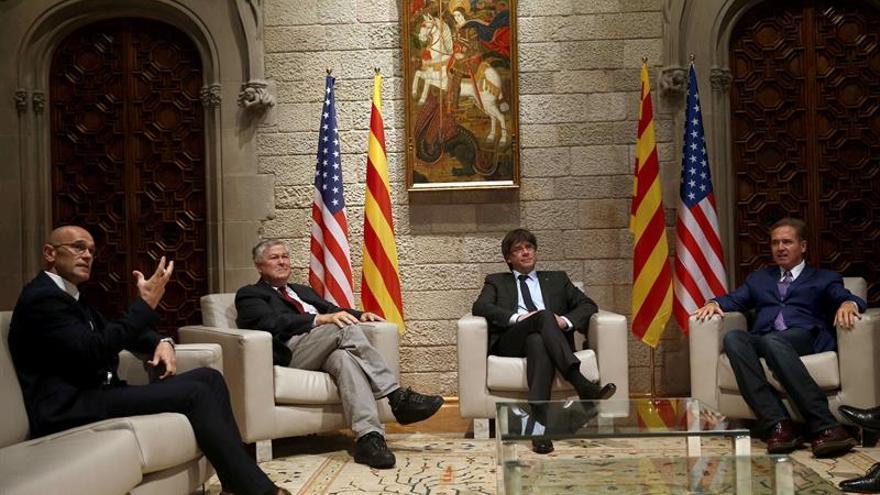 Puigdemont se reúne en la Generalitat con dos congresistas norteamericanos