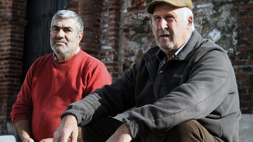 Paulino Sierra y José Manuel Márquez en Puerto Moral (Huelva). | JUAN MIGUEL BAQUERO