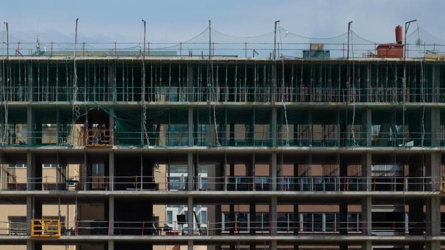 La Generalitat cambia de nuevo de criterio y suspende sus obras de construcción