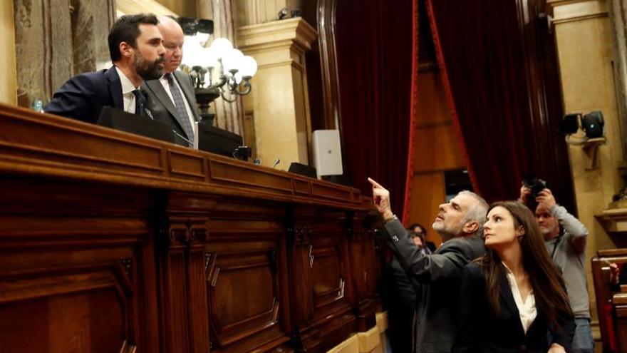 Los diputados Carlos Carrizosa y Lorena Roldán, el pasado lunes en el Parlament.