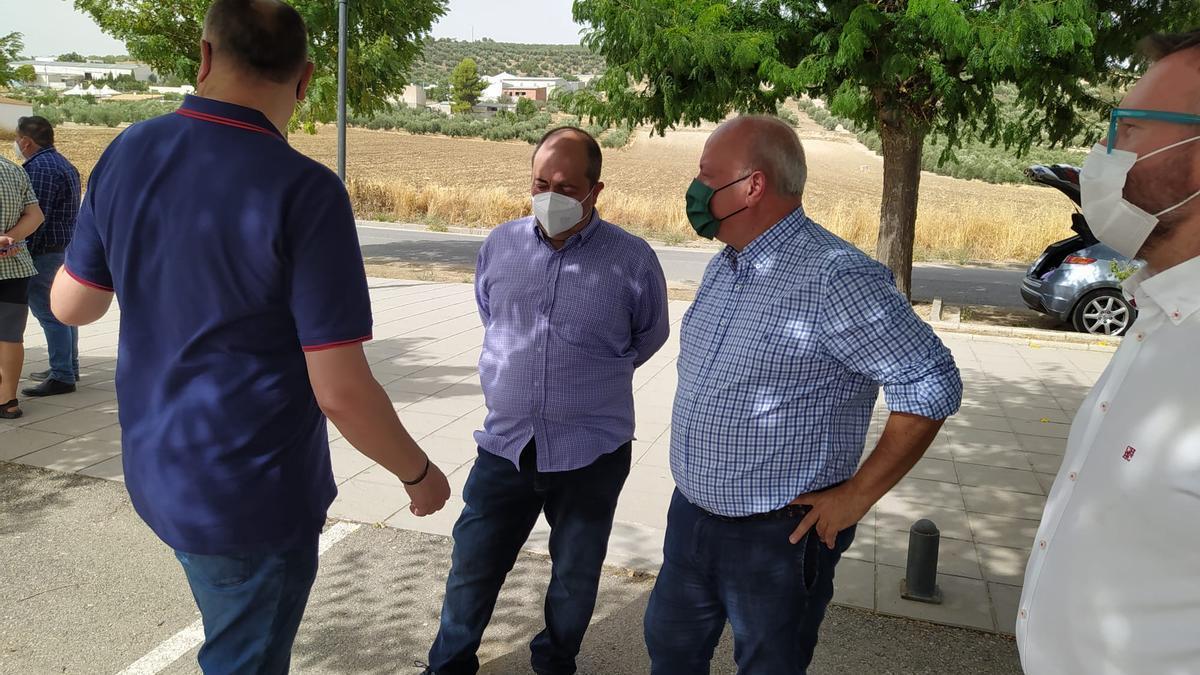 Manuel Martín (segundo por la derecha) ha seguido ejerciendo como presidente provincial hasta ahora acudiendo a actos del partido