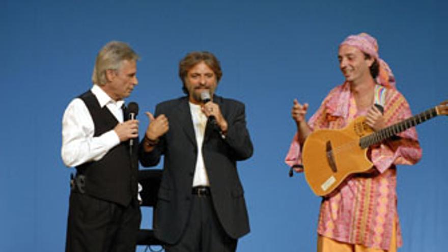 Jorge Hernández (c), presidente de Yrichen, junto a Manolo Vieira (i) y Arístides Moreno. (ACFI PRESS)