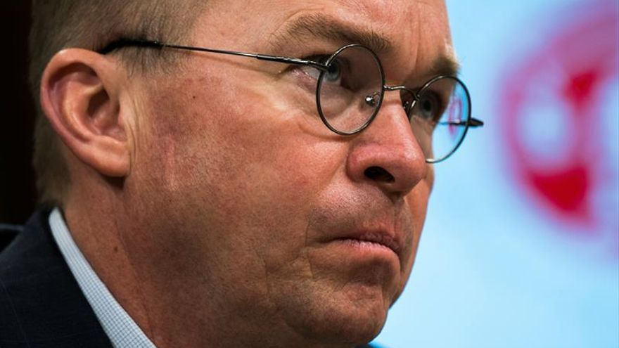 Acusan al jefe de la oficina de presupuesto de Trump de uso indebido de fondos