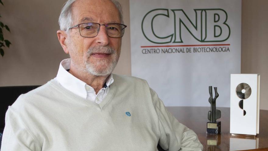 Luis Enjuanes en una foto de archivo. / CNB