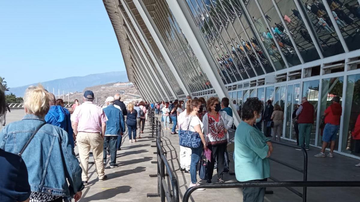 Vacunación contra la COVID en el Recinto Ferial de Tenerife