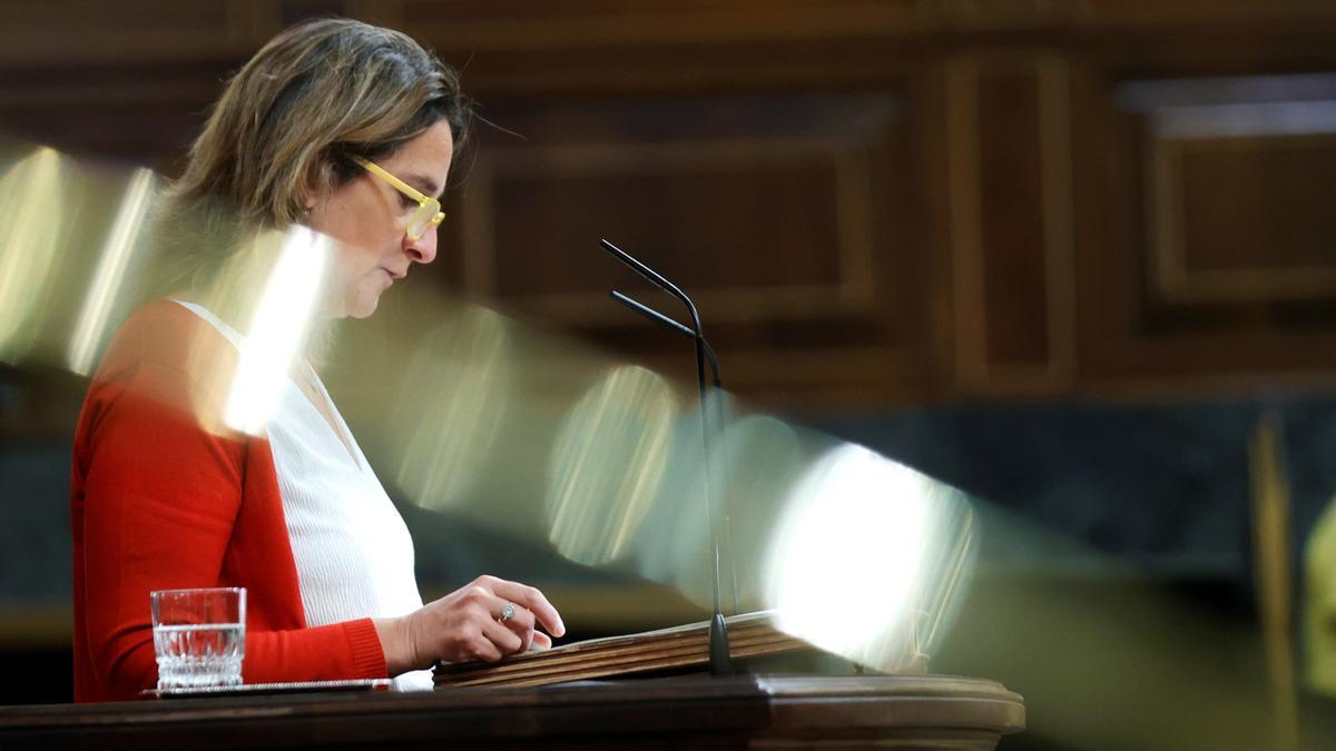 La vicepresidenta tercera y ministra de Transición Ecológica, Teresa Ribera, en el pleno en el Congreso de los Diputados. EFE/Zipi