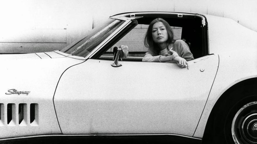 """Joan Didion por Julian Wasser (1972) para la portada de """"Los que sueñan el sueño dorado"""""""