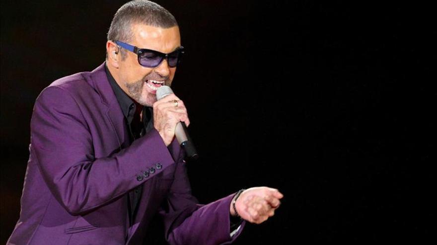 """George Michael preside la lista de ventas del Reino Unido con """"Symphonica"""""""