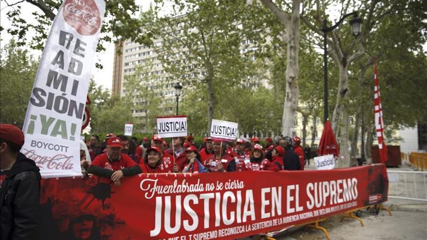 Concentración de los trabajadores de Coca Cola frente al Supremo