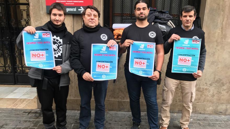 Manuel Cabo (derecha), a la salida de del acto de conciliación en Valencia este jueves.