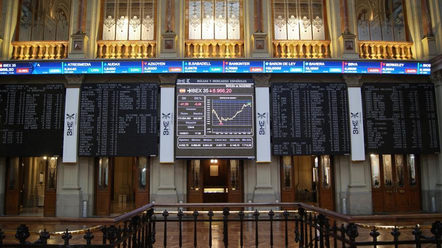 La Bolsa española sube el 1 % e intenta borrar las pérdidas semanales