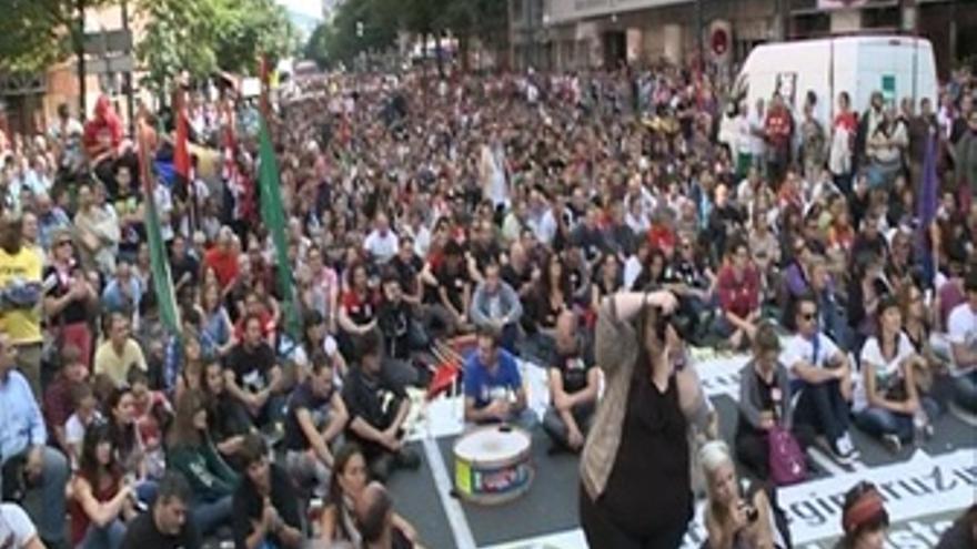 Miles De Personas Se Manifiestan En Bilbao Contra Los Recortes