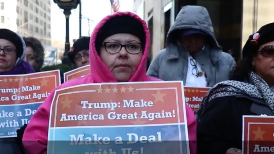 Los trabajadores se manifiestan frente a la Trump Tower para pedir que la empresa reconozca a sus representantes.