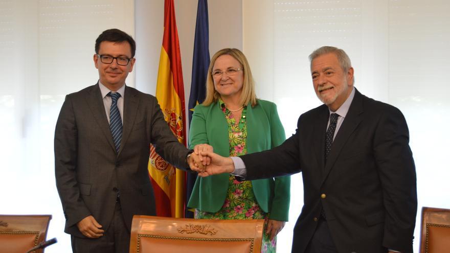 Román Escolano, expresidente del ICO, junto a su sucesora, Irene Garrido, y el secretario de Estado de Administraciones Públicas, Antonio Beteta. Foto: ICO
