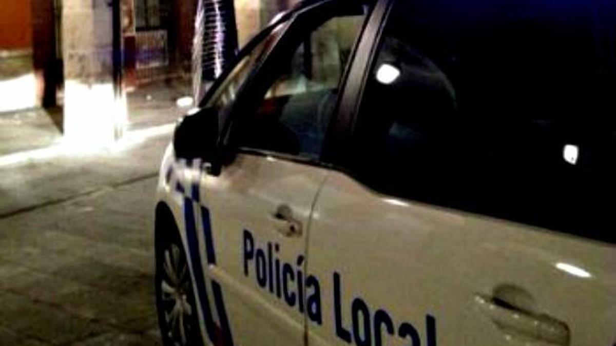 Un vehículo de la Policía Local en León.