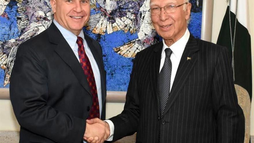 El asesor de Seguridad de EEUU habla de seguridad con el primer ministro paquistaní