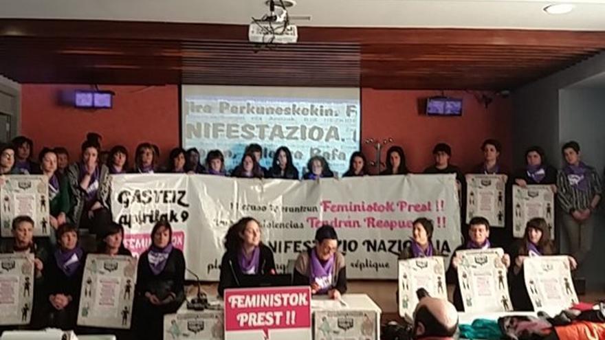 Parte de las convocantes durante la presentación de la mnifestación.