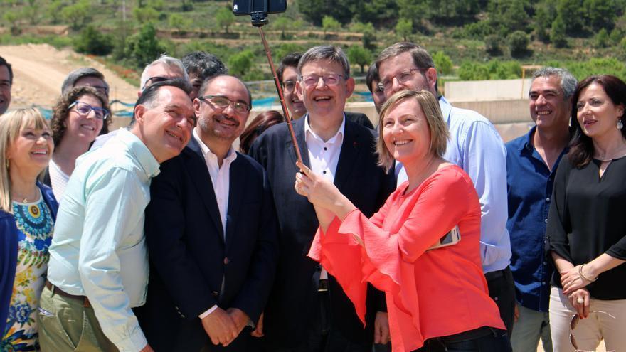 El president Ximo Puig, su homólogo aragonés Javier Lambán y la consellera María José Salvador en Monroyo (Aragón)