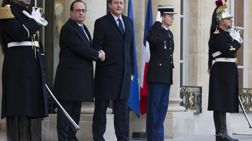 Cameron pone a disposición de Francia una base militar británica en Chipre