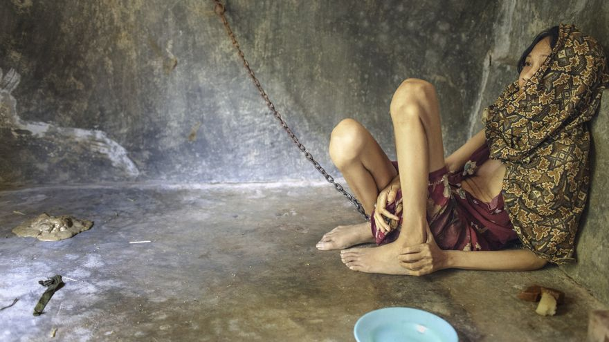 El informe distingue tres lugares de tortura: el hogar familiar, los recintos dirigidos por curanderos y las instituciones de atención social