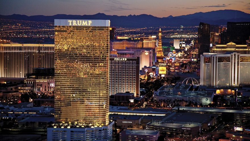 La Trump Tower, con sus ventanas recubiertas en oro, ofrece a sus empleados con un seguro médico limitado, aunque lo descuenta del sueldo.