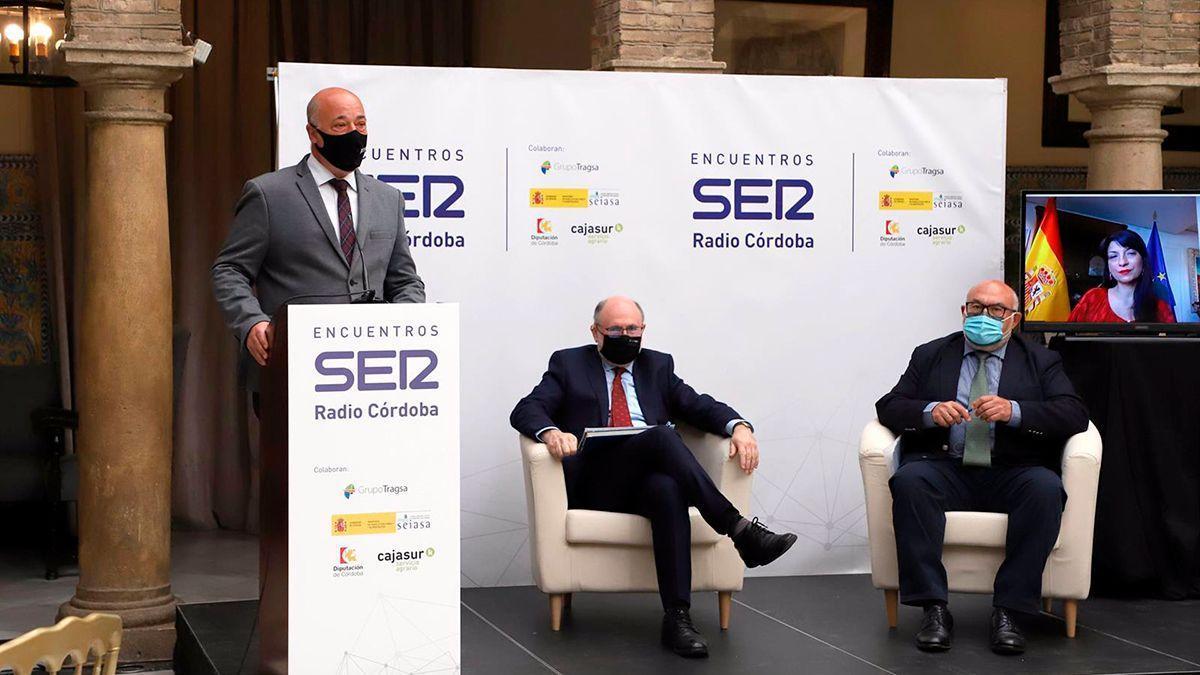 Antonio Ruiz (izda.), participa en los Encuentros Ser Radio Córdoba '¿Por dónde pasa el futuro del agua? Estrategias y retos'.