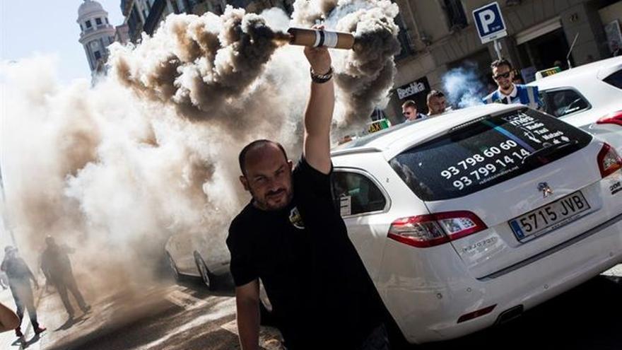 Protesta contra Uber y Cabify